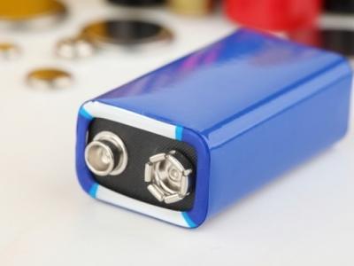 Microbaterias recarregam 1.000 vezes mais rápido