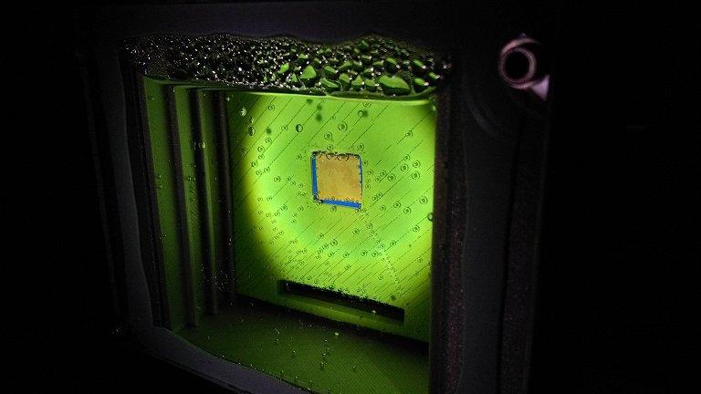 Folha artificial produz gás de síntese usando luz solar